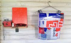Mochila hecha a partir de bolsas plásticas recicladas. Bag pack made of recycled plastic bags