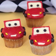 Cars 2 Lightening McQueen cupcakes