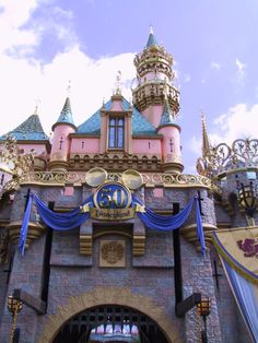 Disneyland Castle Shot by on DeviantArt Disney Parks, Walt Disney World, Disney World Attractions, Disney World Pictures, Pink Palace, Disney Stuff, My Happy Place, 50th, Disneyland