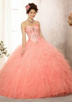 It is a bright pink dress decorated with pink rhinestones and silver with a lath in the waist and a brooch brings liston dress has a collar and a bun head shaped flower