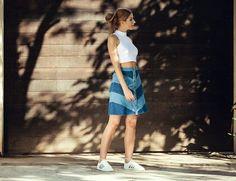 INSPIRAÇÃO: LOOKS COM CALÇA JEANS - Postura Feminina Look Retro, Skinny, Denim Skirt, Instagram, Fashion, Sneaker Outfits, Sleeves, Trends, Moda