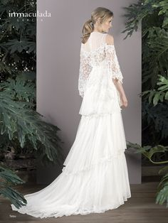 Dress: TETSU / Collection: HANAMI - My Essentials 2017 Tetsu, Wedding Dresses, Madrid, Essentials, Fashion, Templates, Innovative Products, Couture, Bridal Gowns