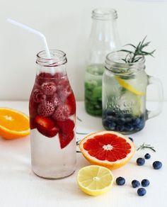 Agua con frutas, ideas para verano, bebidas veraniegas, bebidas con frutas www.PiensaenChic.com