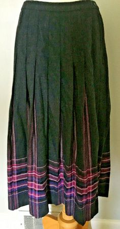 Side button close w/ zipper. Wool Skirts, Mini Skirts, Suede Mini Skirt, Vintage Outfits, Plaid, Purses, Gray, Clothes, Accessories