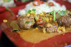 Jak zrobić Polędwiczki Curry z Kuskusem - Aromatyczne danie kuchni indyjskiej na Video. Polędwiczki pokrojone na grube plastry po przygotowaniu rozpływają się w ustach. Smakowało? Zostaw nam swój komentarz:)