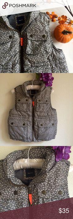 Gap Kids Puffy Vest Puffy flower pattern sleeveless vest from Gap Kids. Front pockets. EUC. Heather gray/light gray. Size Medium (8). 100% polyester. Machine wash. GAP Jackets & Coats Vests