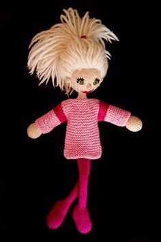 Amigurumi knitted doll by tinemor. Knitting Stitches, Free Knitting, Knitting Patterns, Arne And Carlos, Knitting For Charity, Knitted Dolls, Amigurumi Doll, Teddy Bear, Projects