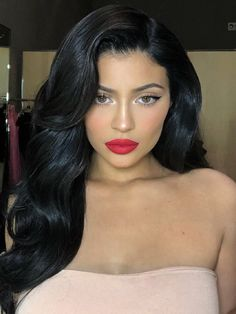 Kylie Jenner and Kim Kardashian are seeing red. We're talking lipstick, of course, with the KUWTK sisters competing with similar products.Kylie Jenner and Kim K Looks Kylie Jenner, Kylie Jenner Makeup, Kylie Jenner Black Hair, Kylie Jenner Fashion, Kim Kardashian Makeup Looks, Kylie Kardashian, Kylie Hair, Kendall Jenner, Beauty Makeup
