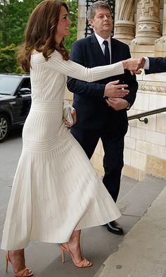 Kate stuns in on-trend Barbara Casasola off-the-shoulder dress at awards dinner - HELLO! Canada