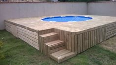 Pallet Decking Outdoor Swimming Pool This amazing backyard idea for a pallet deck with a swimming pool is amazing, instead… Oberirdische Pools, Building A Swimming Pool, Swimming Pools Backyard, Lap Pools, Indoor Pools, Pool Landscaping, Above Ground Pool Decks, Above Ground Swimming Pools, In Ground Pools