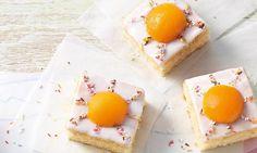 Leckerer Fantakuchen mit Aprikosen und Zuckerstreuseln