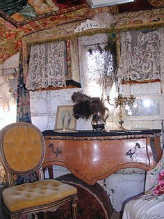 Chateau De Fleurs: The Tattered & Worn Artistic Style of the Beautiful Shops of Arizona Gypsy Trailer, Gypsy Caravan, Gypsy Wagon, Vintage Travel Trailers, Vintage Campers, Small Trailer, Luxury Tents, Camper Interior, Camping Glamping
