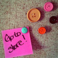 DIY Button Craft : DIY . Button Tacks