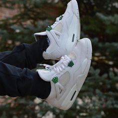 "Air Jordan IV ""Classic Green / Chrome"""