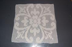 Vintage Filet crochet doily,white, Fleur de lis & flowers