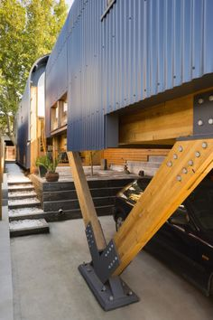 Outdoor Areas Kensington Lighthouse by Tandem Design Studio & Dominique Ng (via Lunchbox Architect) Container Buildings, Container Architecture, Wood Architecture, Architecture Details, Contemporary Architecture, Design Exterior, Home Interior Design, Garage Design, Patio Design