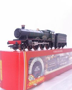 #HORNBY R313 - GREAT WESTERN , GWR GREEN 4-6-0 HALL CLASS No.4930  HAGLEY HALLI