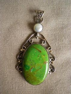 .925 SILVER & GREEN TURQUOISE NECKLACE PENDANT W/ MOTHER OF PEARL