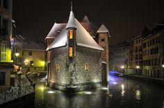 http://www.annecy.net/annecy/photos-annecy-lac-annecy/annecy-by-jean-louis-morel.jpg