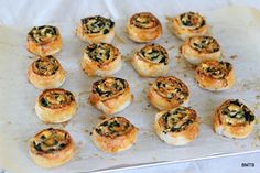 Delicious Feta and Spinach Pinwheels out of the oven Kale Recipes, Lunch Recipes, Vegetarian Recipes, New Zealand Food, Spinach And Feta, Healthy Appetizers, Pinwheels, Yummy Food, Favorite Recipes