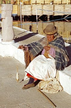 Spinning Wool. Bolivia Spinning Wool, Hand Spinning, Spinning Wheels, Bolivia Travel, Lake Titicaca, Drop Spindle, We Are The World, Anthropology, South America