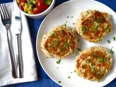 Tuna Cakes - I made these with Genova tonno in olive oil and with green onion instead of chiles (didn't have them) + seasoned bread crumbs & they're SO delicious! Tuna Recipes, Clean Recipes, Seafood Recipes, Healthy Recipes, Seafood Meals, Flour Recipes, Seafood Dishes, Yummy Recipes, Tuna Cakes Easy