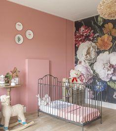 binnenkijken, grachtenpand Sneek, babykamer, wonen&co Kidsroom, Girls Bedroom, Cribs, Building A House, Nursery, Legs, Furniture, Home Decor, De Stijl