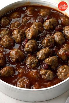 Christmas Meatballs Christmas Meatballs Source by taste_of_home Appetizers For Party, Appetizer Recipes, Christmas Appetizers, Appetizer Ideas, Christmas Buffet, White Christmas, Vintage Christmas, Supper Recipes, Holiday Recipes