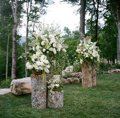 Rustic Wood and Overgrown White Floral Altar Decor | Photo: A Bryan Photo | Flowers: Wildflower Designs |