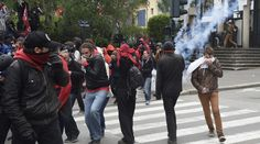 Burning cars, tear gas: Rennes, France hit by violent anti-labor reform rallies  http://pronewsonline.com  Protesters protect themselves from tear gas during clashes with police on May 14, 2016 in Rennes, western France, during a demonstration against the government's planned labour law reforms. © Damien Meyer