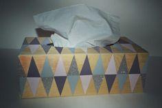 Boîte à mouchoirs peinte à la main