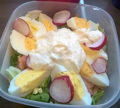 Taste Therapy: Lunch w pracy: sałatka z łososiem, jajkiem i sosem chrzanowym Potato Salad, Potatoes, Eggs, Pudding, Lunch, Breakfast, Ethnic Recipes, Desserts, Per Diem