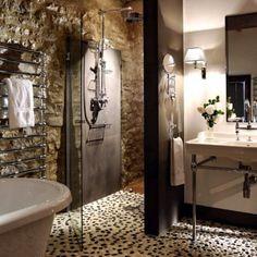 Beautiful rustic Italian bathroom--yet so elegant!!