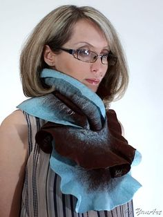 Awesome scarf and a great color combination!