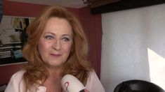 Simona Stašová, slavná dcera slavné matky, držitelka TýTý a mnoha dalších i zahraničních filmových cen. Miluje svou rodinu, Barbru Streisand, kterou dlouhá léta dabuje, a Itálii, kde prožila velký kus svého života. Co podle ní mají Italové a Češi společného? Je toho dost, říká: https://www.lifestyle.luxusni-bydleni-praha.com/k/praha/rozhovory-rychla-zpoved #luxury #shit #gold #toilet