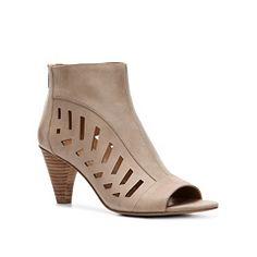 Bandolino Rashawn Sandal  Love!!! Size 10