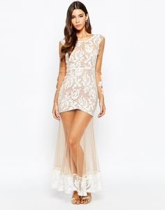 Love Triangle Lace Maxi Dress chez ASOS