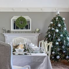 The Secret to Decorating a Fireplace - DIY Decorator Christmas Scenes, Christmas In July, Timeless Classic, Timeless Fashion, Christmas Decorations, Table Decorations, Holiday Decor, Diy Fireplace, Fireplaces