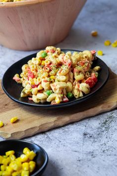 How to make a healthy and light version of the classic macaroni salad. This vegan wfpb pasta salad is made with a white bean tahini dressing and without mayonnaise. Perfect for BBQ Potlucks Picnics and Buffets. Vegan Bowl Recipes, Vegan Dinner Recipes, Vegan Dinners, Whole Food Recipes, Vegetarian Recipes, Pasta Recipes, Salad Recipes, Macaroni Pasta Salad, Creamy Pasta Salads