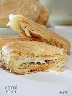 Traditional cow tongue pastry with peanut butter filling Asian Desserts, Just Desserts, Chinese Desserts, Beef Kabob Recipes, Cooking Recipes, Mung Bean Cake Recipe, Pia Recipe, Desserts Chinois, Roast Pork Bun