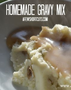 Don't buy those nasty packets! Make your own Homemade Gravy Mix in minutes with this simple recipe! Can be made gluten free too! Homemade Dry Mixes, Homemade Spices, Homemade Seasonings, Homemade Products, Gluten Free Gravy, Do It Yourself Food, Seasoning Mixes, Spice Mixes, Diy Food