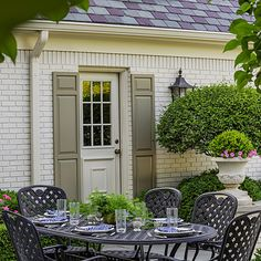 Pretty, Polished Garden in Illinois.  This home is nearby, a lovely chateau on Grand View Drive, Peoria, Illinois.