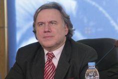 Τη δέσμευση ότι δε θα καταργηθούν τα επιδόματα και οι τριετίες εξέφρασε ο υπουργός Εργασίας Γιώργος Κατρούγκαλος, μιλώντας στην πρωινή εκπομπή του ΑΝΤ1 και ξεκαθάρισε ότι δεν υπάρχει περίπτω…