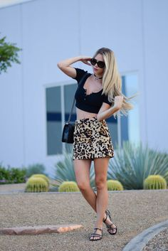 Leopard print mini skirt 90's inspired look