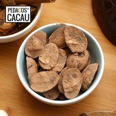 Amêndoas de chocolate com cacau info@pedacosdecacau.pt