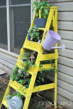 Upcycle an old ladder into a vertical herb garden! #upcycling #ladder #garden #DIY