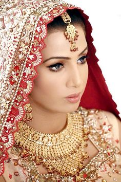 Image from http://www.hello1fashion.com/wp-content/uploads/Bridal-Jewellery-Outstanding-And-Latest-Indian-Wedding-Collection-2015-4.jpg.