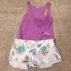 RIP CURL WHITE COLORFUL PALM TREE SHORTS SIZE 7 Gorgeous white multicolored Rip Curl shorts. In great condition. Great with a tank and flip flops! Size 7 Rip Curl  Shorts Jean Shorts