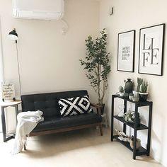 お部屋の壁がもの足りないなと思ったら、お気に入りのポスターやアートを探して、フレームに入れて飾ってみませんか?1枚飾るだけで、お部屋に奥行きが出て、アクセントにもなってくれます。1枚からのフレームの飾り方から、ギャラリーのように並べたり、フレームを使ったウォールデコの斬新なアイデアなどをご紹介します。