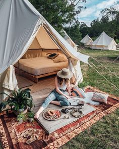 Camping In the Backyard Ideas . Camping In the Backyard Ideas . Backyard Camping Parties, Backyard Movie, Zelt Camping, Camping Glamping, Luxury Camping, Tara Milk Tea, Gazebos, Bell Tent, Magic Carpet